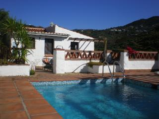 Cortijo independiente, piscina privada, 12mins a la aldea, Frigiliana