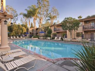 3BR condo at Dophin's Cove Resort near Disneyland