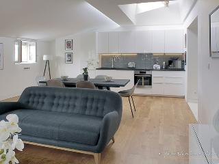 'Chartrons' Chic Three Bedroom Duplex, Burdeos