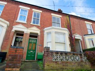 Lovely 2 bed apartment | Spacious | Whitehall Rd