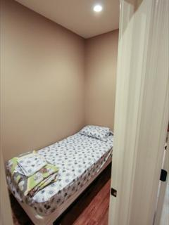 small twin bed extra room