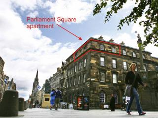 Parliament Sq1,Royal Mile,300m to Edinburgh Castle