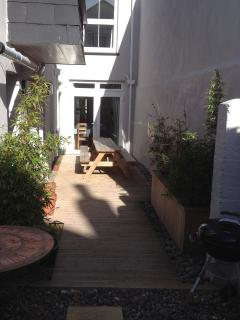 The rear courtyard with picnic benches, BBQ and basic surf shower.