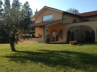 Beautiful Villa close to Rome - 30 mins by train, Campagnano di Roma