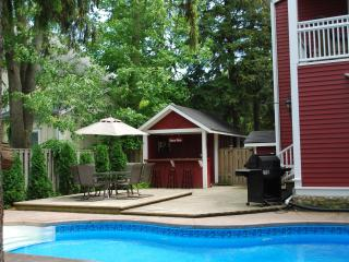 Simcoe Pines, 4 Bdrm Luxury home with heated pool