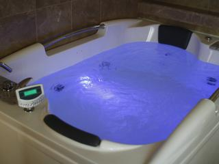 Double Jacuzzi Spa Bath with TV...Yes watch TV in the bath !!!   TOTALLY RELAX !!!