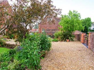 THE COACH HOUSE, beamed apartment, rural views ideal couple or small family, North Newton, Bridgwater Ref 913052