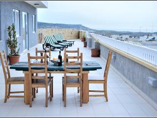 mgarr penthouse 5 mins drive from beach, Mgarr