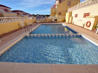 Villa Martin/las Filipinas 2 bed Apart, large private solarium, golf, free WIFI