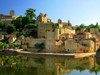 Cottage within medieval town surrounded by award winning Cahors wine region