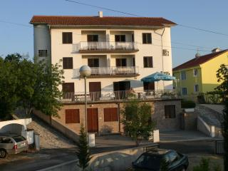 Apartment Ljubica for  4 people with A/C and WiFi, Malinska