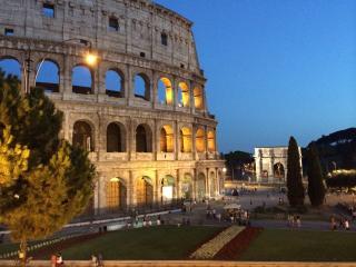 LAST MINUTE JUNE! ROME NEAR COLISEUM  ( WiFi+ A/C), Rome