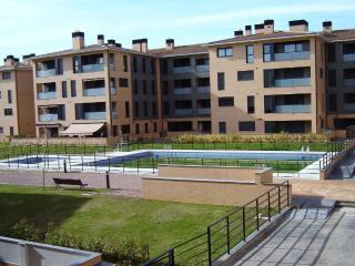 apartamento nuevo con piscina en Jaca