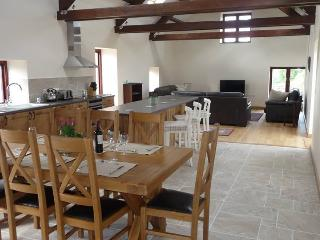 Ty Chwarel, Luxury Barn Conversion, Retreat2Wales, Llangynin