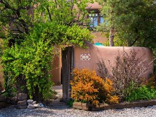 Two Casitas- Dream Catcher -East Side Romantic Adobe. Patios with Views., Santa Fe