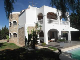 bonito chalet con torre de piedra, Ibiza