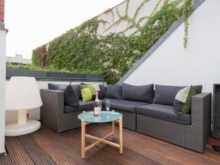 Modern Vacation Rental with Terrace and Jacuzzi in Berlin