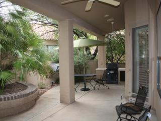 This gorgeous Golf Villa is located in the prestig, Tucson
