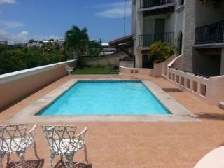 Wow! Only 2 min. walk from the beach & 5th avenue