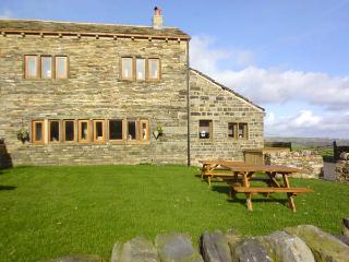 UPPER PEAKS COTTAGE, detached, 17th century, woodburner, character features, near Slaithwaite and Marsden, Ref 915369, Meltham