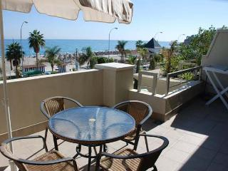 Burriana Beach 204 Two bed. apartment front Beach, Nerja