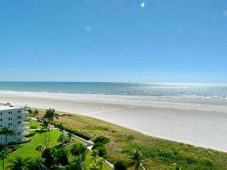 Magical beachfront condo w/ heated pool & ocean views, Marco Island