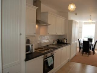Owain Suite, Stunning Sea View Apartment with Use of Heated Indoor Pools