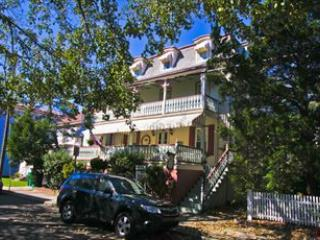 """Painted Lady"" 2BD/1.5BA on North. Sleeps 6. 109609, Cape May"