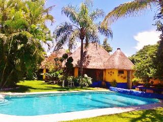 Tropical B&B 6 bedrooms -  15 min from Cuernavaca, Xochitepec