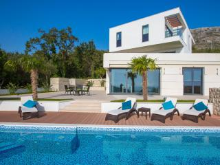 Luxury Villa Noemi Apartments with pool, Mlini