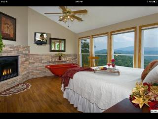 SUNSTONE 5 BR/5.5 BATH - BEAUTIFUL FAMILY GETAWAY!, Gatlinburg