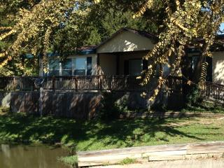 3 Bedroom 2 Bath right on Lake Conroe