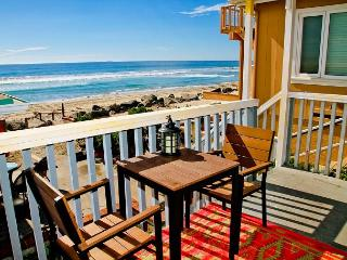 Lovely beach condo with full kitchen, bbq, semi-private beach area P5161-2, Oceanside