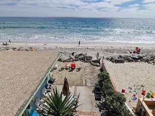 Lovely beach condo w/ full kitchen, bbq, semi-private beach area A/C Equipped, Oceanside