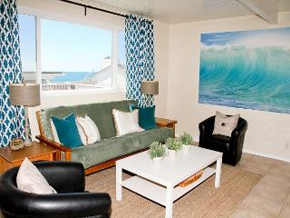 Lovely beach condo with full kitchen, bbq, semi-private beach area P5161-5, Oceanside