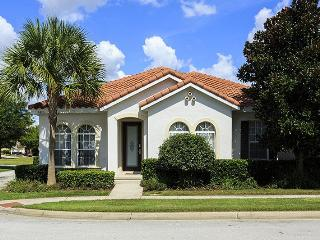 Perfect 3 bed home with screened pool and spa - just 5.5 miles from Disney, Reunion