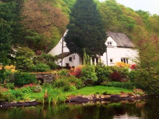 Halfway House 4* Lakeland 17th cottage  Ambleside