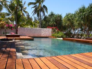 BLU BEACH PARADISE LUXURY VILLA ON THE BEACH, Jambiani
