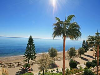 1690 - 2 bed beach side apartment, Arenal Beach, Estepona