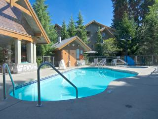 Huge Private Hot Tub - Village location - sleeps 6