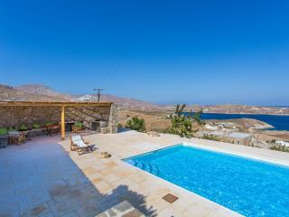 Spacious 7 bdrm Stone Villa with Pool