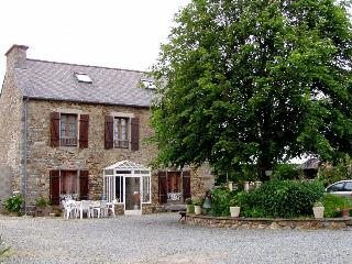 2567 Renovated Breton cottage near the coast, Hillion