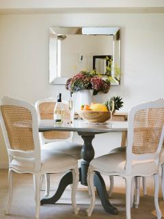 Open plan dining area is perfect for all meals