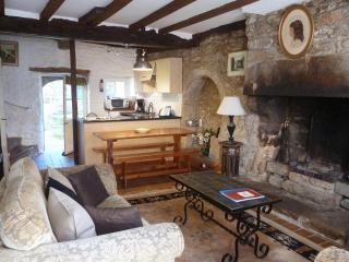 Charming 2 bedroom cottage - B002, Dinan
