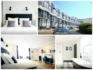 Royal Crescent Seafront Apartment, Brighton