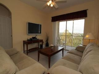 Located near Disney, 3 bedroom 2 bathroom, top floor luxury homely condo, Four Corners
