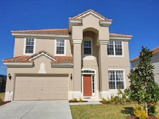 Spacious 6 bedroom home with private pool and games room, 2 miles from Disney, Reunion
