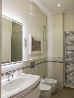 bathroom with XL-shower