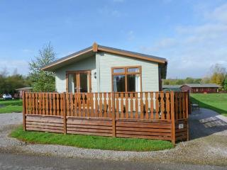 14 SHERWOOD, open plan, WiFi, pet-friendly, in South Lakeland Leisure Village, R