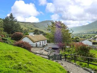 GRANNY KATE'S, character, detached cottage, open fire, wonderful views, near Ard